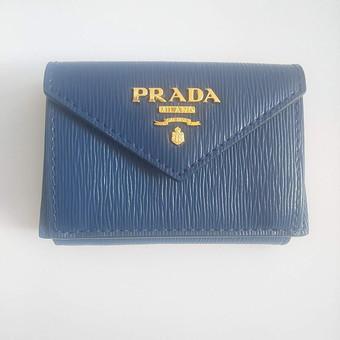 PRADA 三つ折り財布